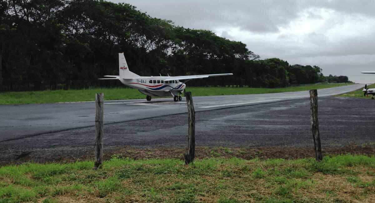 tambor-airport-plane-landing